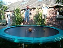 cattenbrokerplas met trampoline